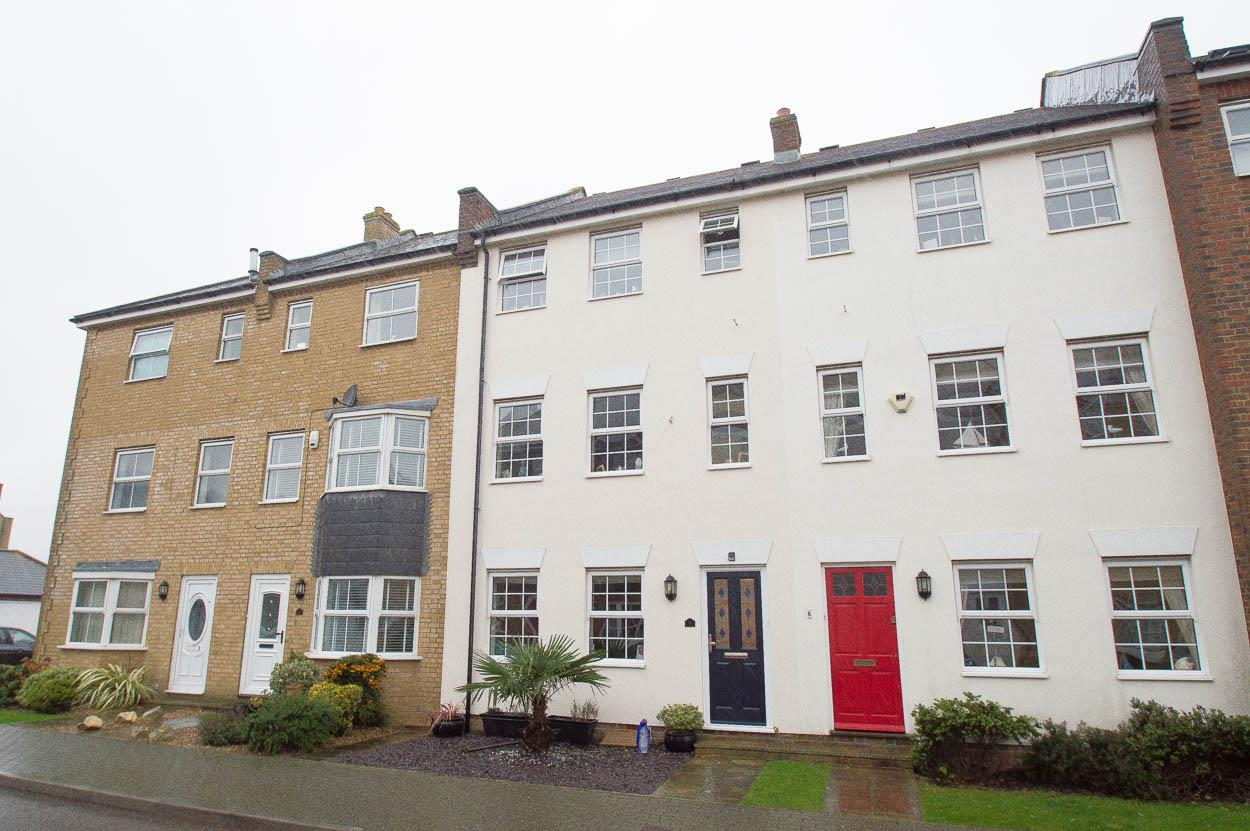 3 Bedrooms Terraced House for sale in St. Lawrence Mews, Eastbourne